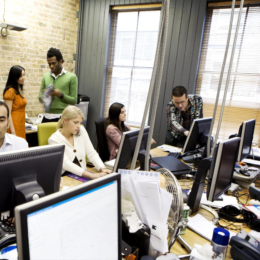 equipo creativo de agencia de comunicación
